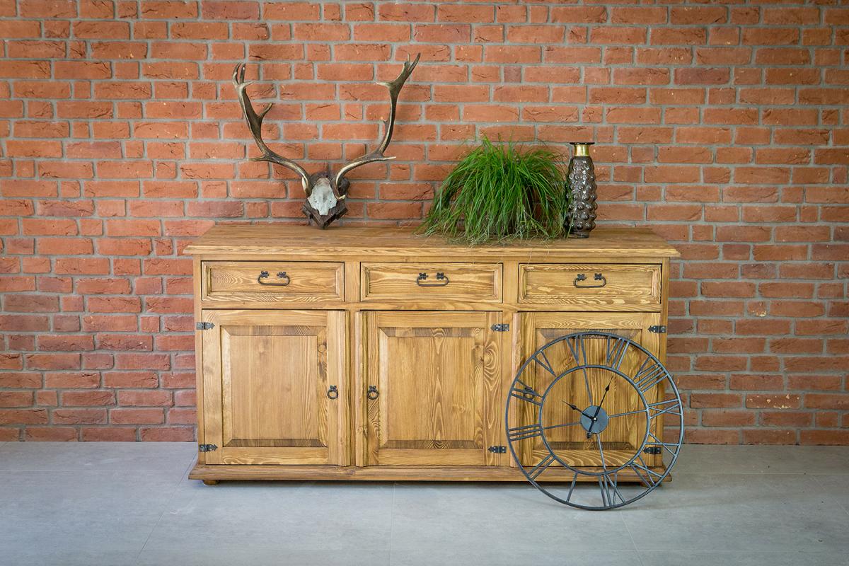 Drewniana komoda z szufladami w stylu rustykalnym z kolekcji Cera