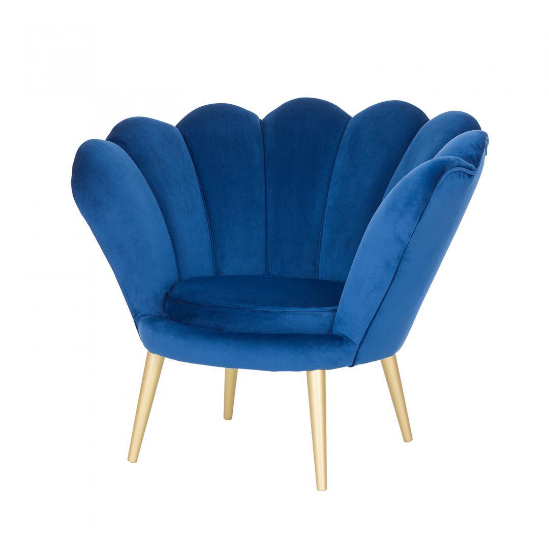 ciemnoniebieski tapicerowany fotel na noozkach