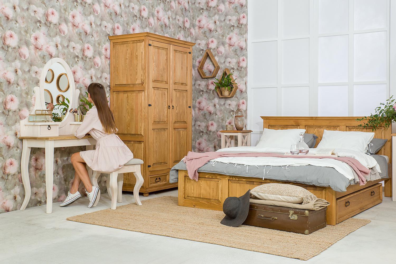 drewniane łóżka woskowane do sypialni