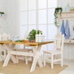 stół drewniany biały