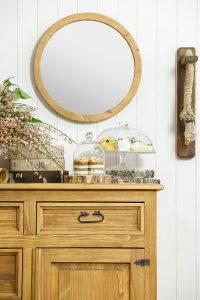 lustro okrągłe w drewnianej ramie