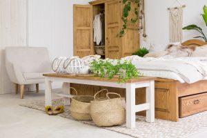 woskowana ławka z drewna