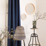 okrągłe lustro w drewnianej ramce w rustykalnym stylu