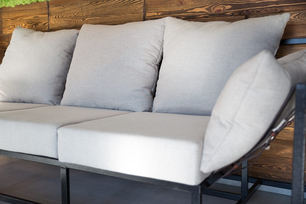sofa-w-salonie