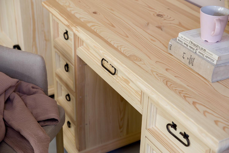 rustykalne biurko do pokoju dziecka