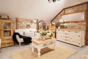 drewniane woskowane meble do salonu