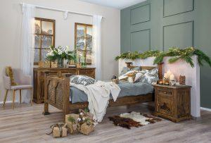 drewniane łóżko z litego drewna w stylu kolonialnym