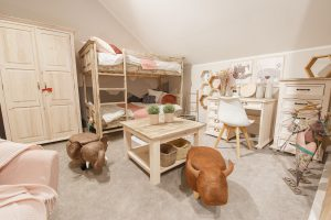 Drewniane meble do pokoju dziecka