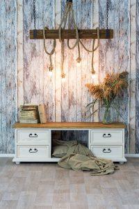 sznurowa lampa drewniana belka