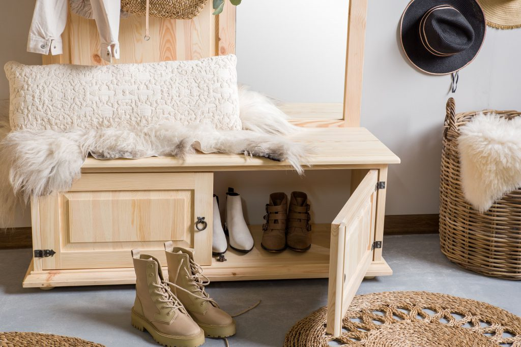 szafka z litego drewna sosnowego