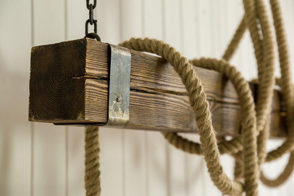 lampa sznurowa belka w stylurustykalnym
