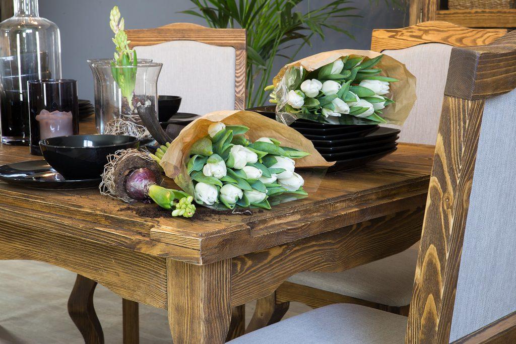 woskowany stół rustykalny