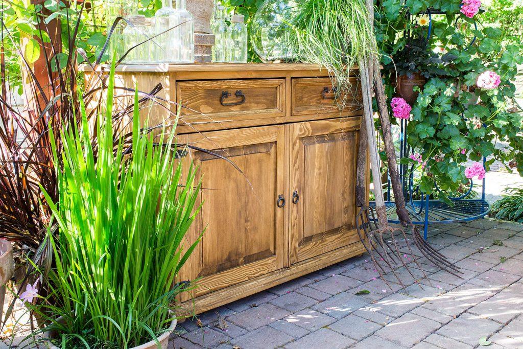 rustykalna komoda z drewna