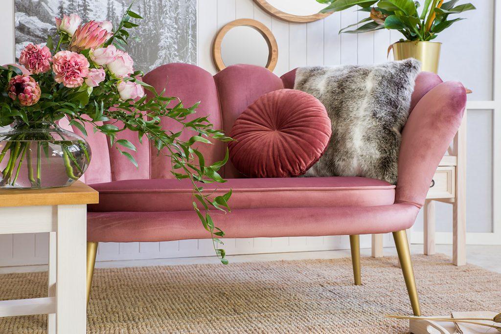 tapicerowana sofa do salonu glamour