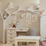 biale meble drewniane do pokoju dziecka
