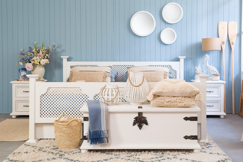 drewniane skrzynie rustykalne do sypialni