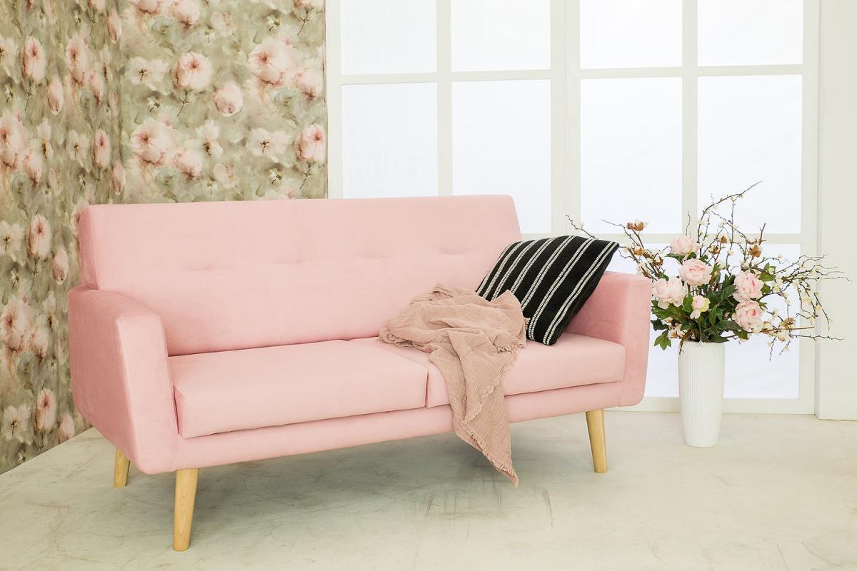 tapicerowana sofa różowa