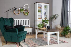 biała ławak skandynawska do salonu z drewna