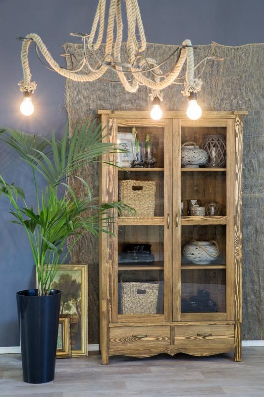 dwudrzwiowa witryna z drewna w stylu wiejskim