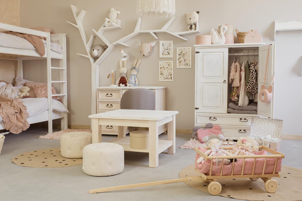 drewniane woskowane meble do pokoju dziecka