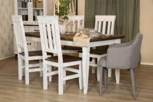drewniany stół z krzesłami do jadalni
