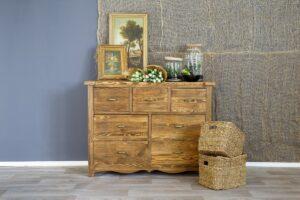 sosnowa komoda retro z litego drewna do salonu