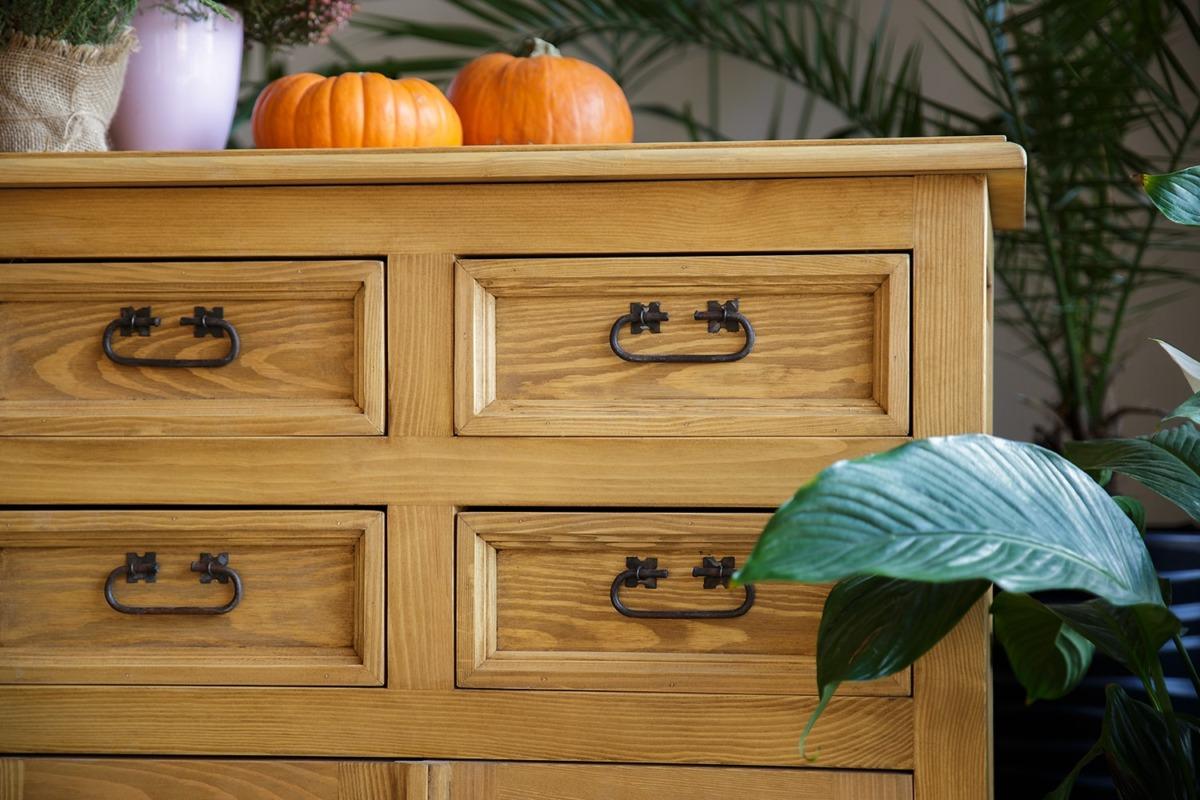 komoda drewniana z szufladkami