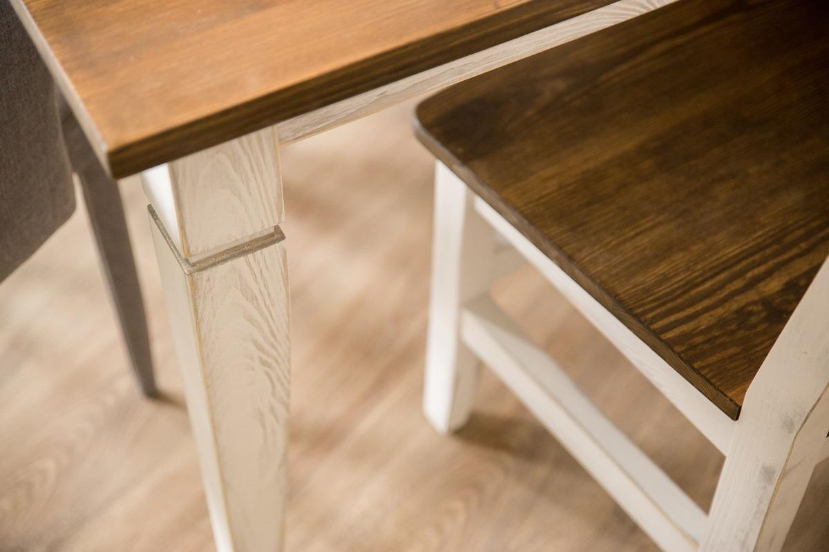 Stół sosnowy w stylu skandynawskim