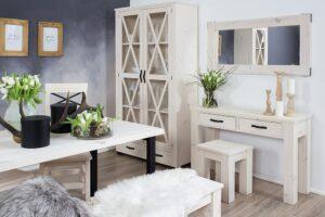 witryna sosnowa w stylu włoskim do salonu