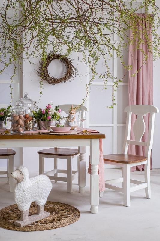 białe krzesło drewniane skandynawskie