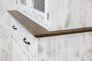 drewniany kredens skandynawski do jadalni