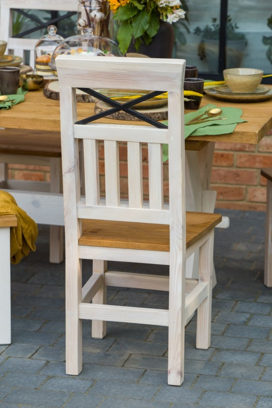 krzesło z drewna sosnowego