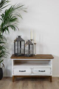 biała skandynawska szafka do salonu